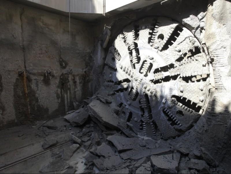 Adif acaba la perforació del túnel del TAV a Montcada