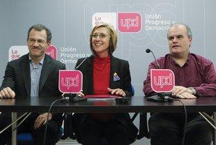 Carlos Martínez Gorriarán, a la dreta, amb els també diputats d'UPyD Álvaro Anchuelo i Rosa Díez Foto: EFE.